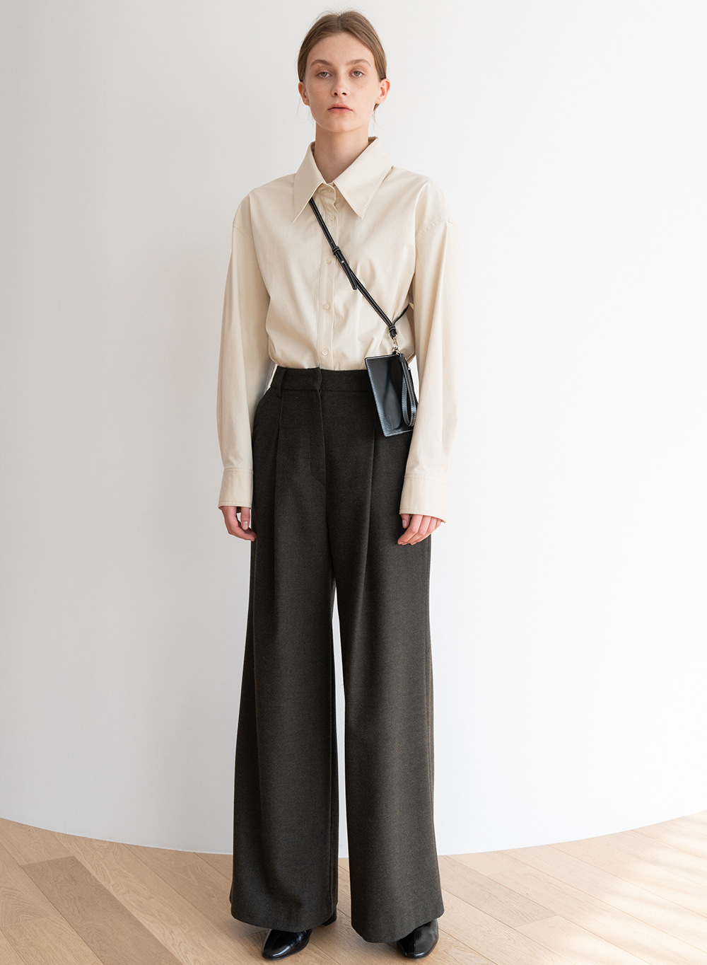 [ESSENTIAL] Wool Wide Pants Khaki