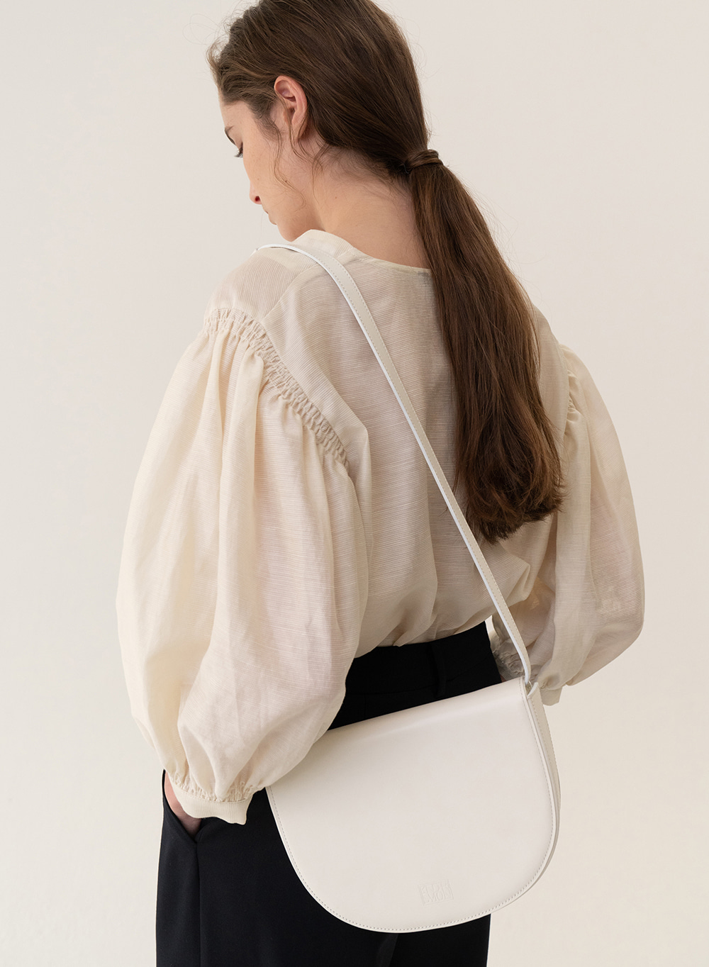 [ESSENTIAL] Tray Shoulder Bag Cream
