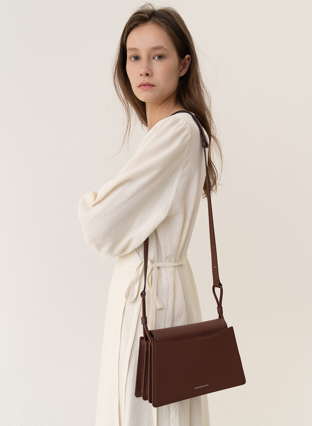 [ESSENTIAL] Trapeze Shoulder Bag Brown