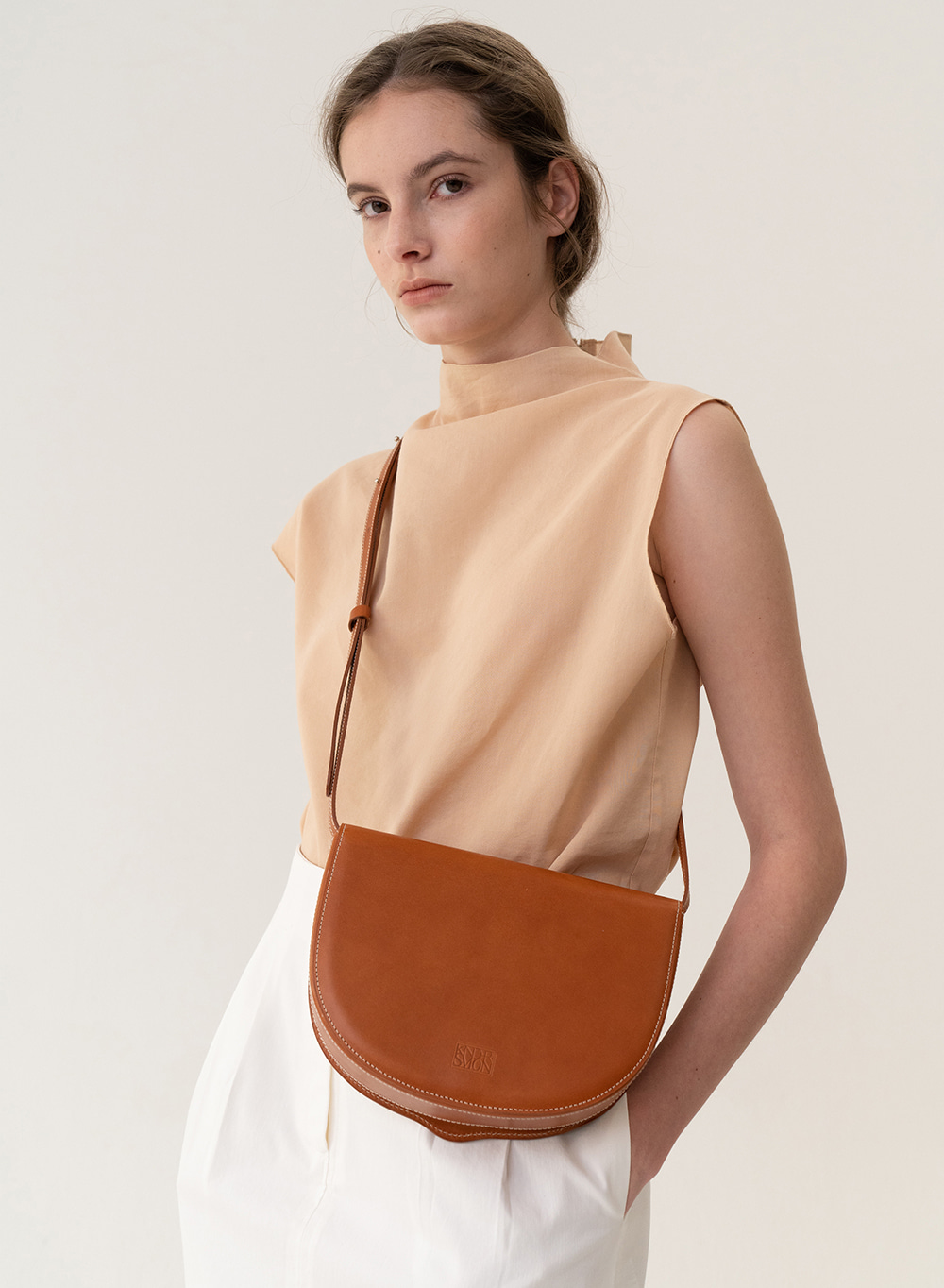 [ESSENTIAL] Tray Shoulder Bag Tan