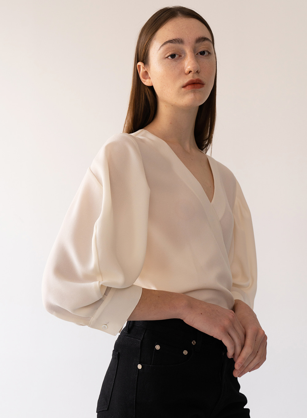 [FW20 ESSENTIAL] Wrap Blouse Cream