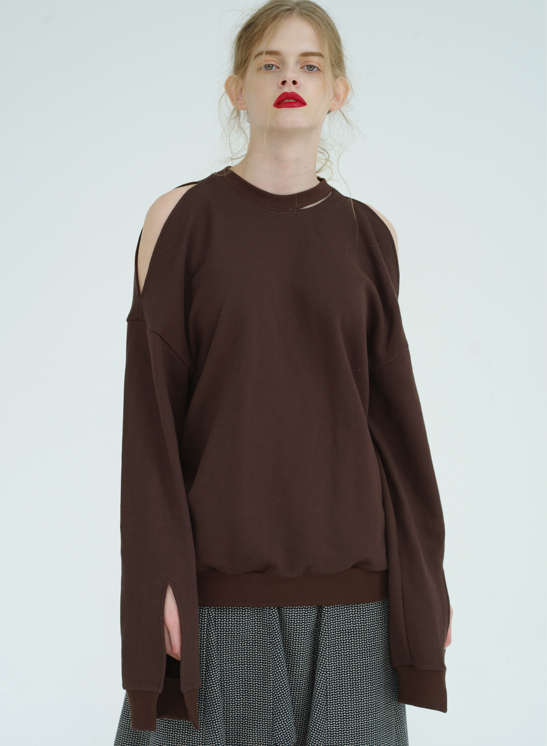 FW16 SLIT SWEATSHIRT DARKBROWN