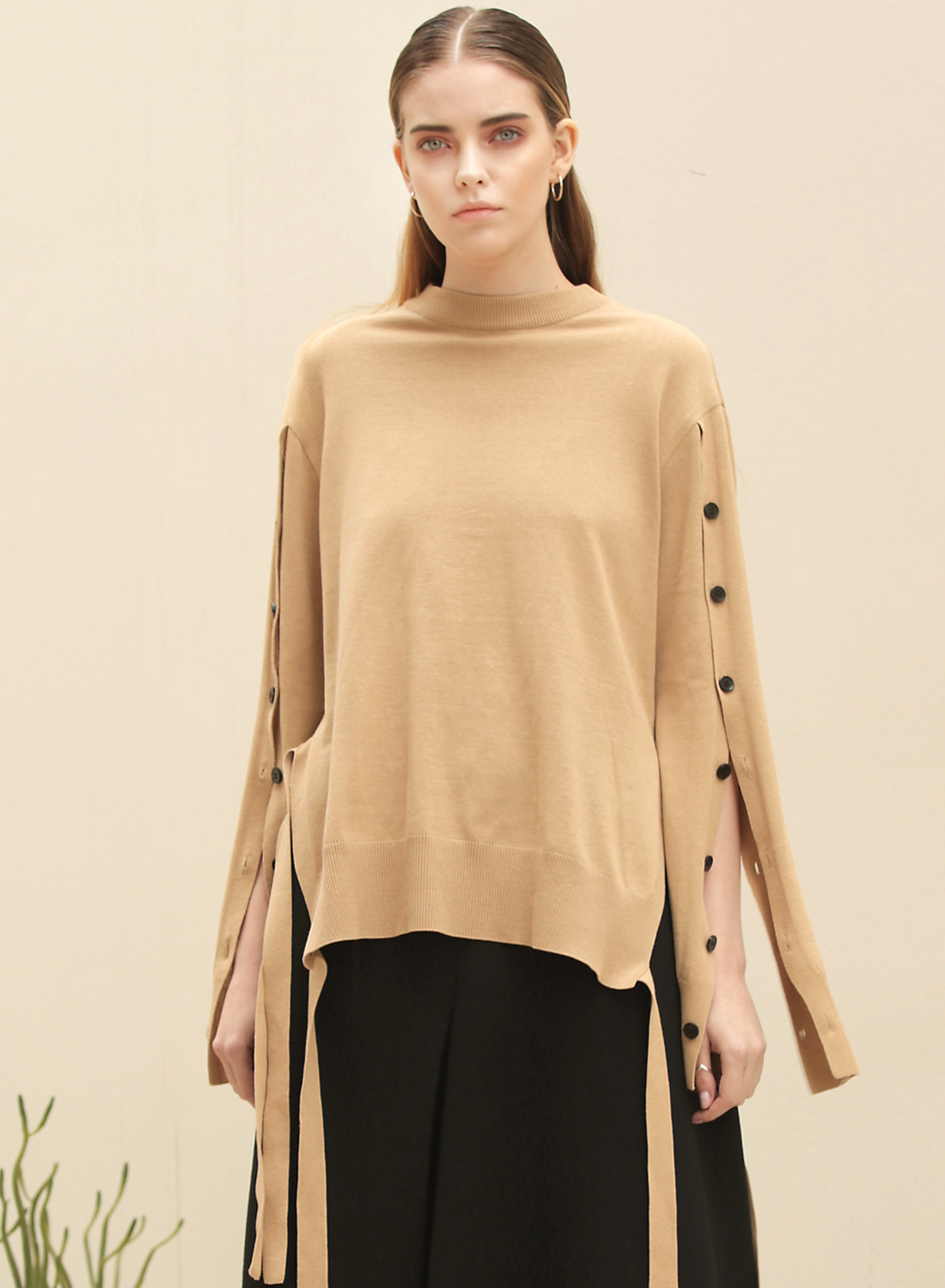 FW17 BUTTON SLIT KNIT PULLOVER CAMEL