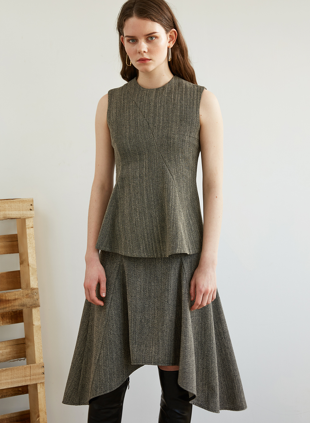 FW18 FLARE SLEEVELESS TOP GRAY