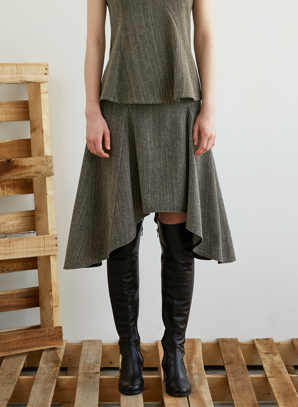 FW18 ASYMMETRY FLARE SKIRT GRAY