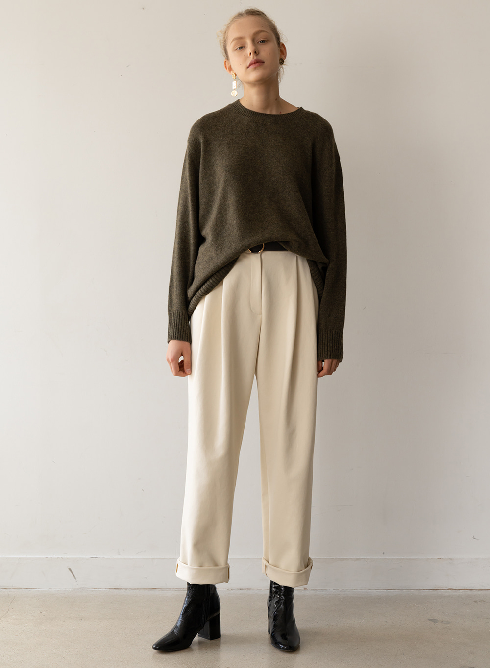 [ESSENTIAL] Tuck Straight Pants Ivory