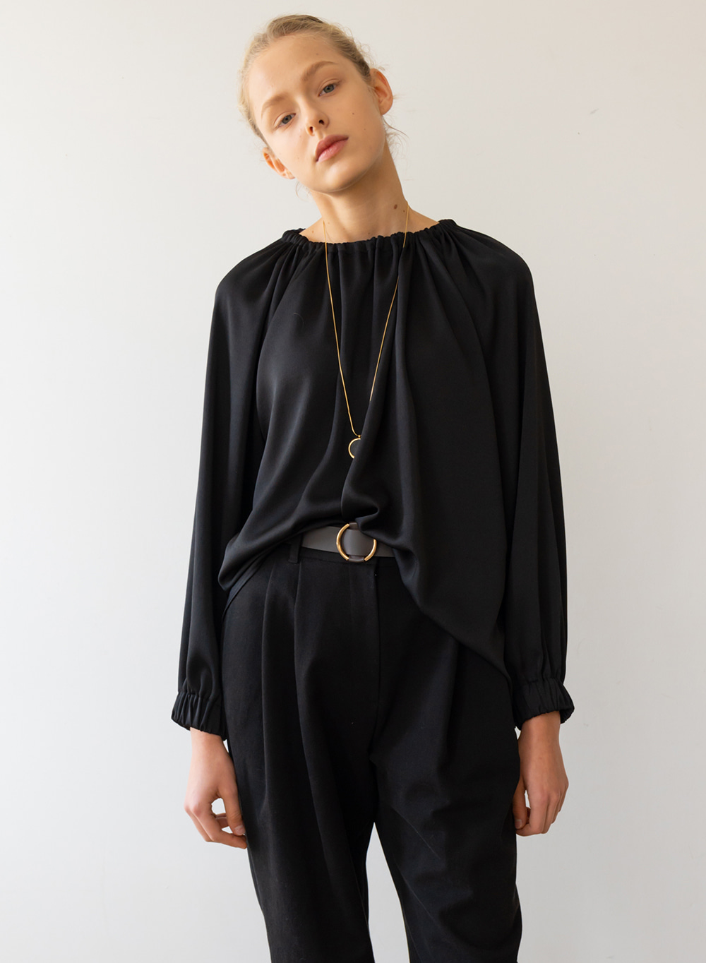 [ESSENTIAL] Gather Detail Blouse Black