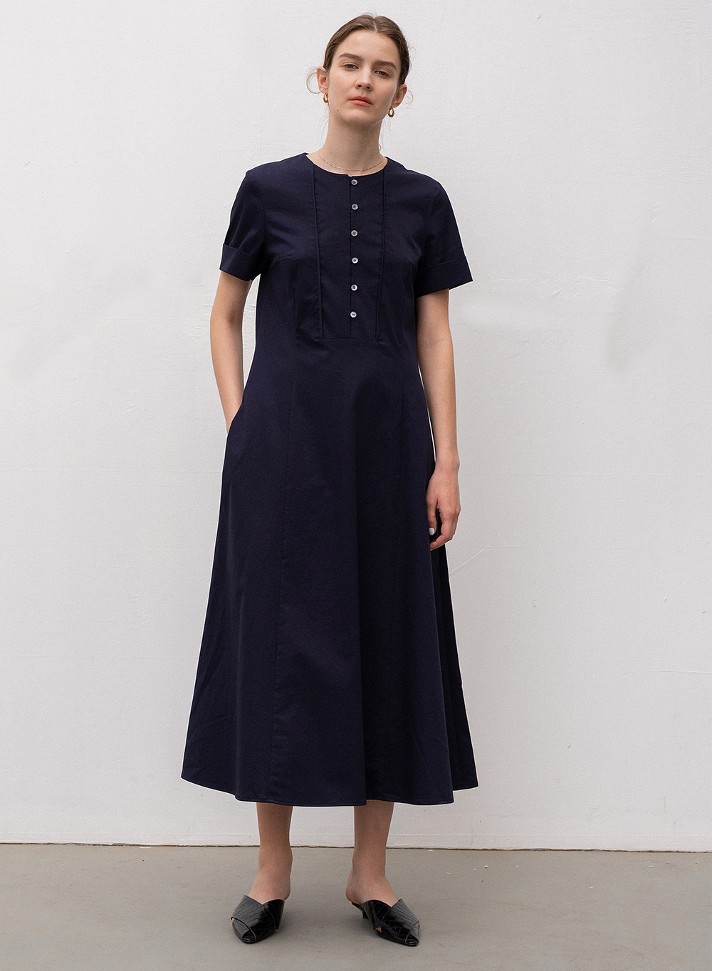 [ESSENTIAL] SQUARE LINE DRESS NAVY