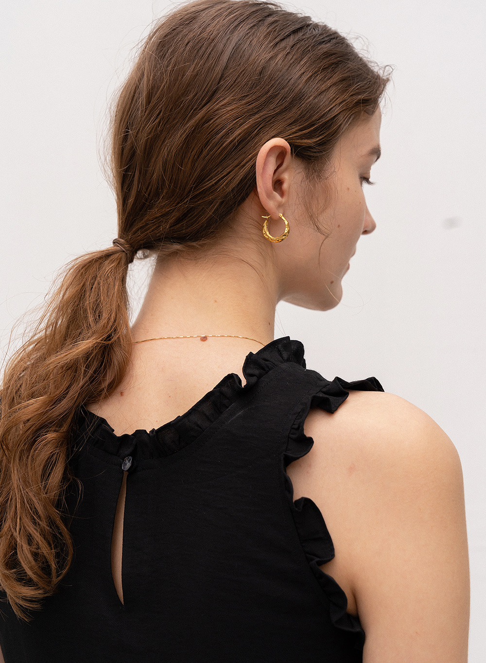 [ESSENTIAL] Ruffled Sleeveless Black