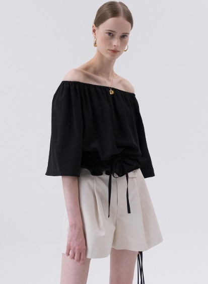 SS20 Flexible Off-shoulder Blouse Black