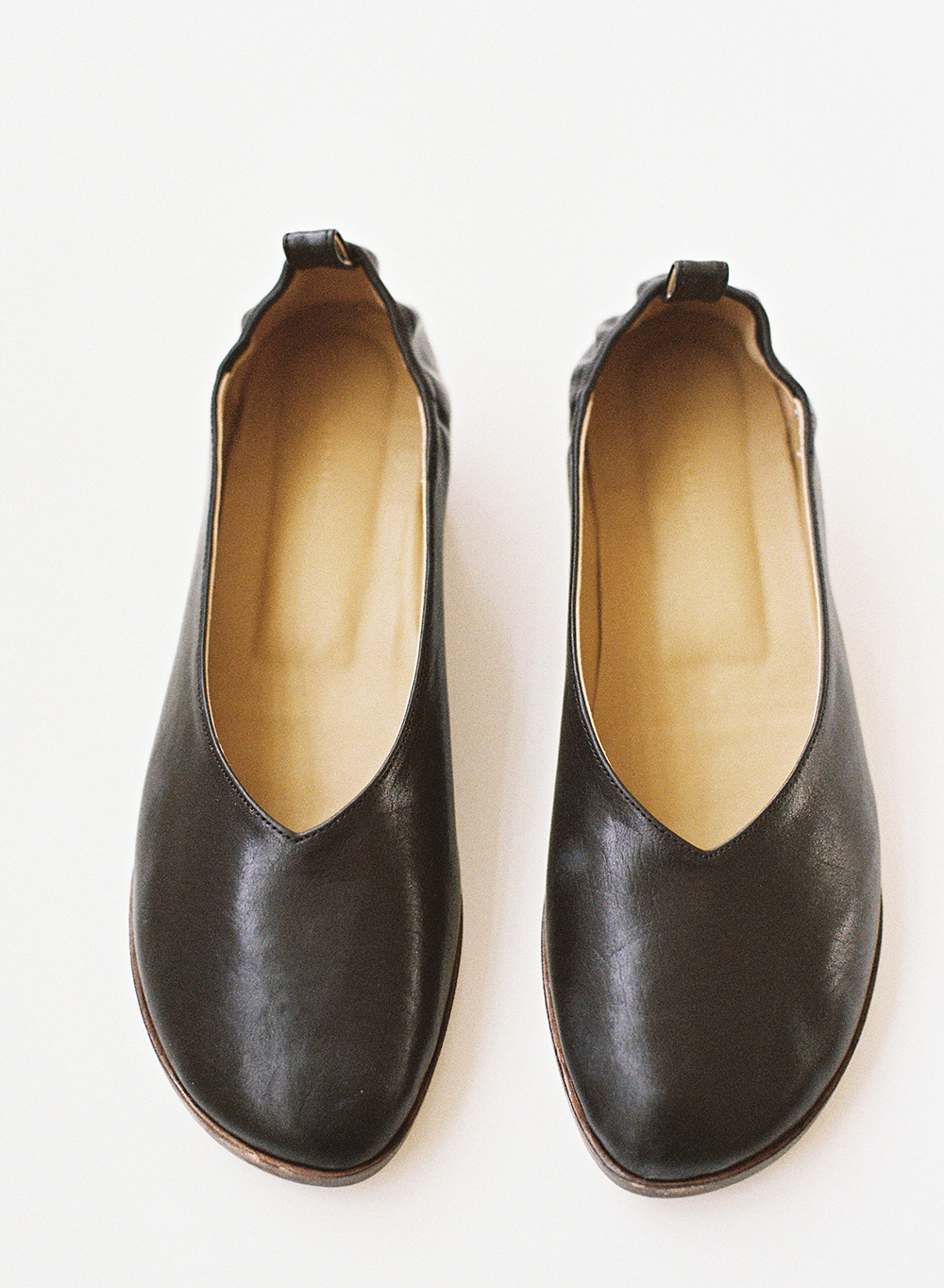 [ESSENTIAL] Italy Calf Leather Flat Black