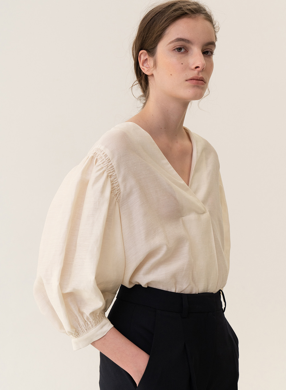 [ESSENTIAL] Balloon Blouse Cream