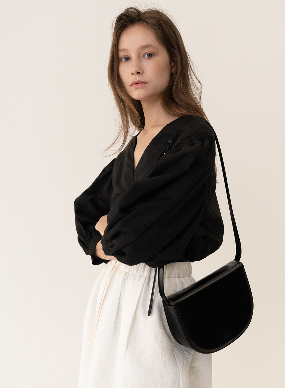 [ESSENTIAL] Tray Shoulder Bag Black