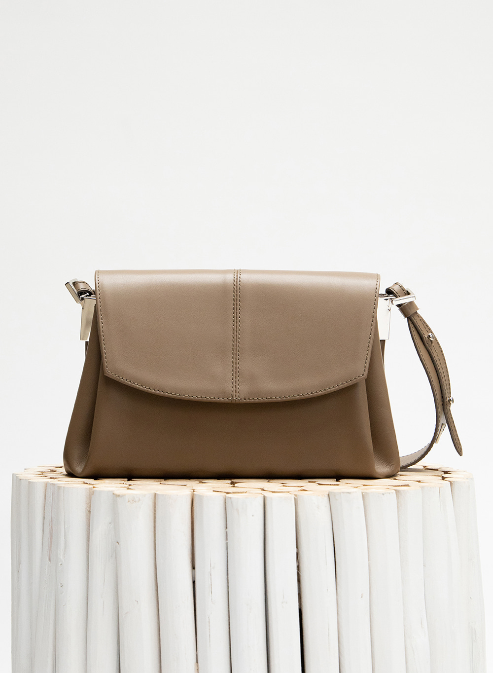 FW20 레이아 Leia Pleats Bag Khaki