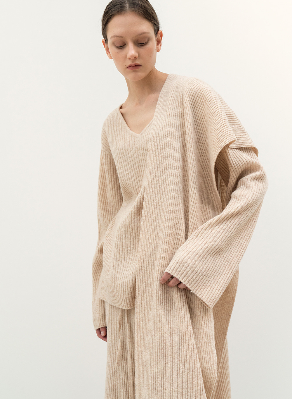 FW20 Ribbed V-Neck Sweater Oatmeal