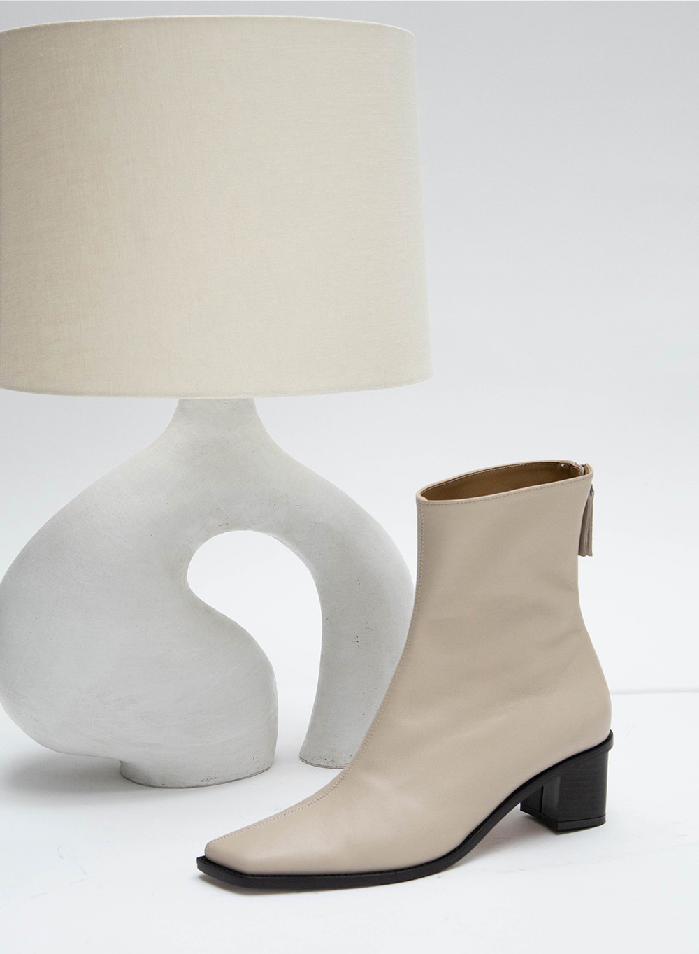 FW20 누 오블리크 Nuoy Oblique Ankleboots Beige