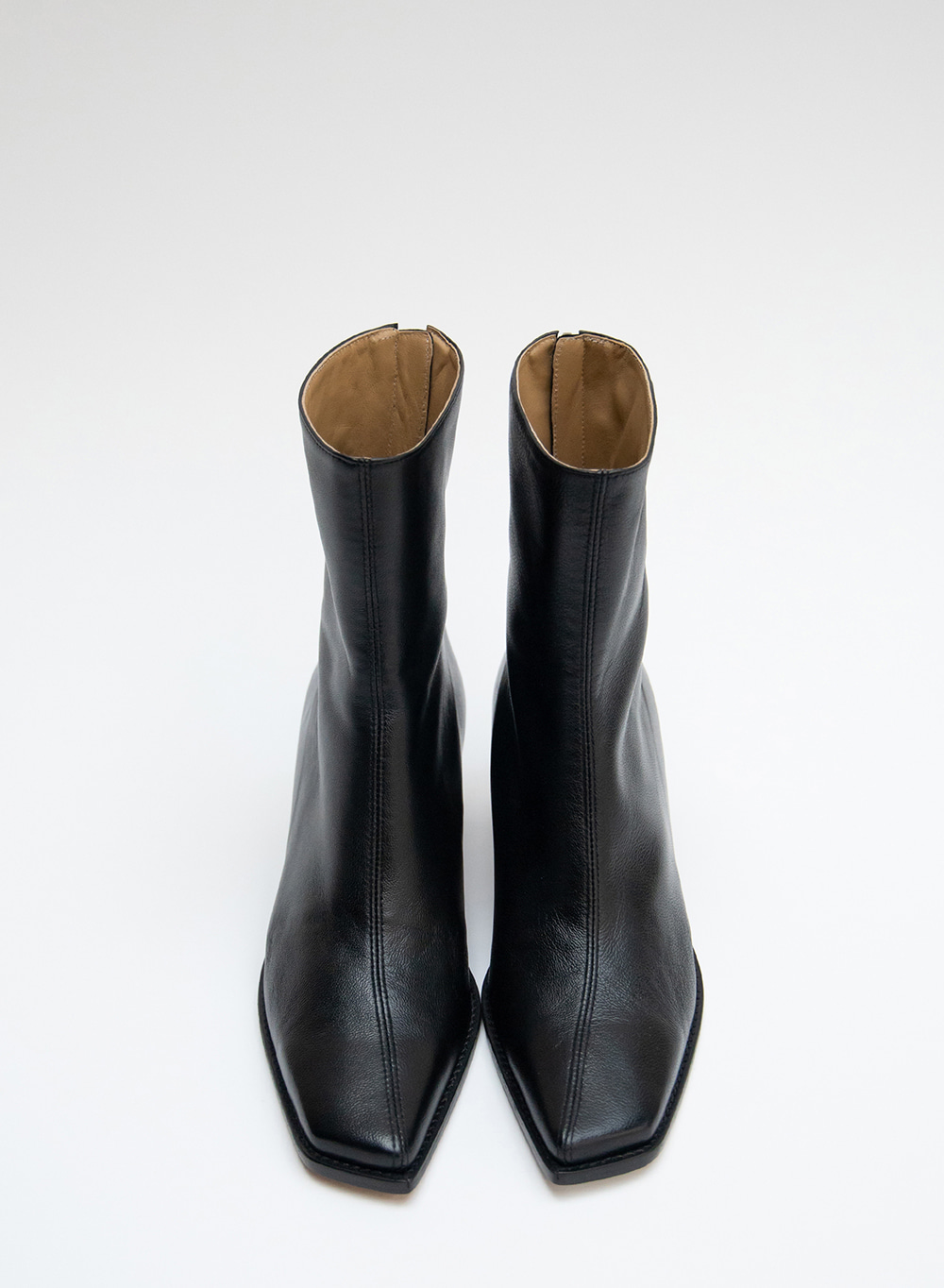 FW20 누 오블리크 Nuoy Oblique Ankleboots Black