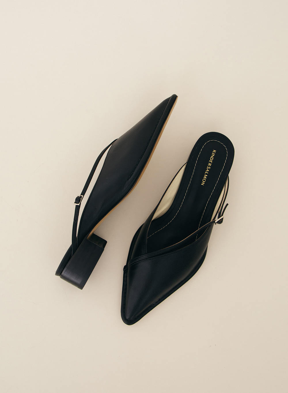 SS21 Leather Point toe Mules Black